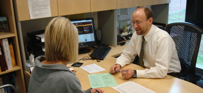 Kurt Guidinger advising a student